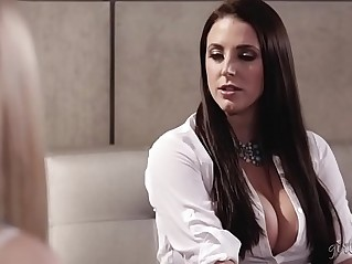 Small girl Lily Rader in the big city with Angela White