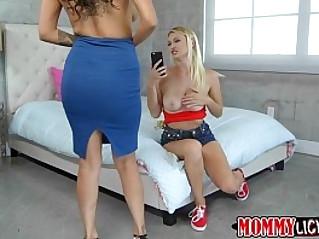 Damn horny mom Jamie guides teen Natalia into lesbian sex